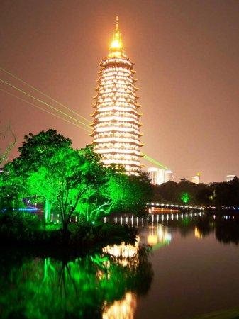 Самое высокое деревянное здание в мире - пагода в монастыре Тяньнин