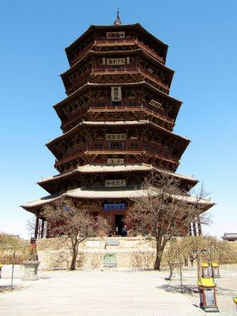 Деревянная пагода Шакьямуни в храме Фогонг - одно из старейших деревянных сооружений